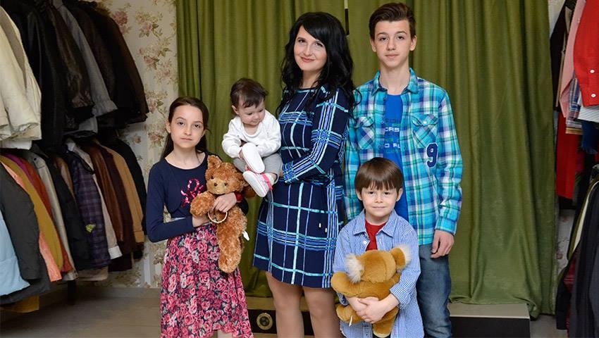 Foto: O mamă care crește patru copii de una singură a avut parte de emoții, bucurie și lacrimi de fericire