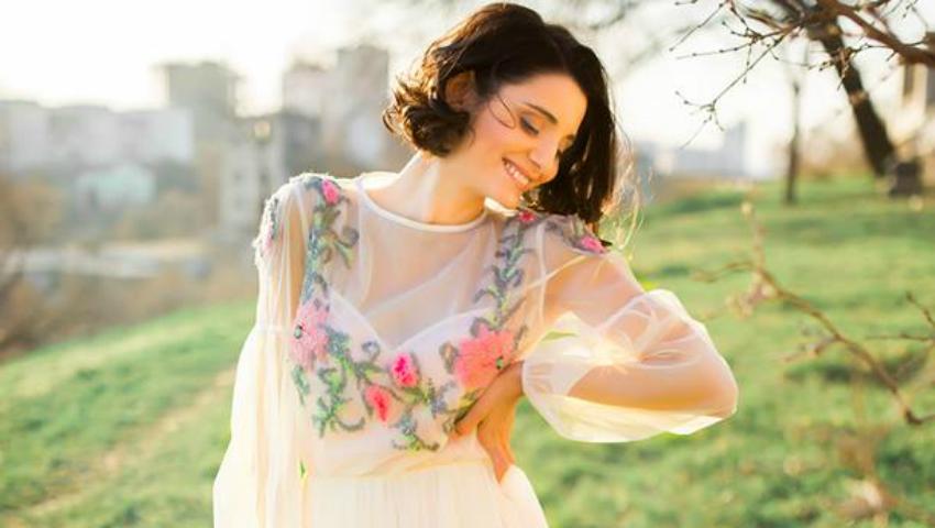 Foto: Lilu lansează o colecție de rochii brodate manual!
