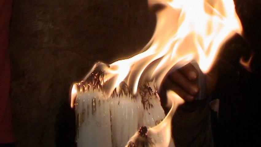Foto: De Blajini, un bărbat i-a dat foc mormântului mamei sale!