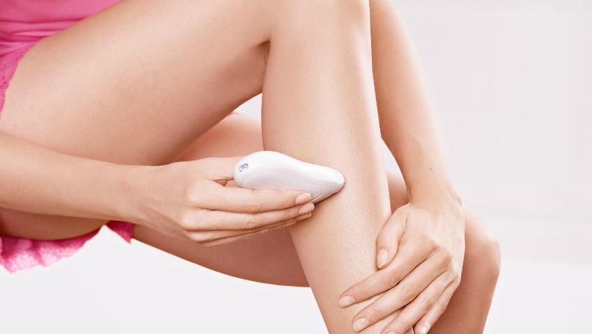 Foto: Cum să folosești epilatorul ca să nu-ți crească fire sub piele