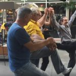 Foto: 4 moldoveni au încins o horă la Hollywood!
