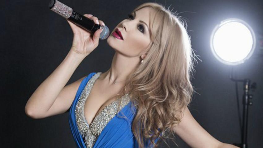Foto: Revista NUNTA by AURA prezintă: Angelica Munteanu: Talent nativ și prezență spectaculoasă!