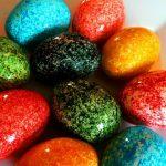 Foto: Poți vopsi ouăle de Paște cu orez! Rezultatul e uimitor