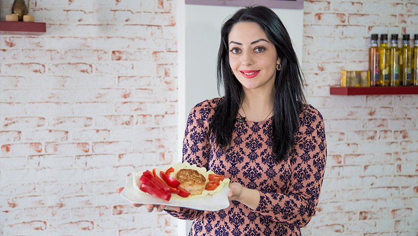 """Foto: Mariana Șura găteşte """"Aricei"""" pentru Evelina! Notează rețeta"""