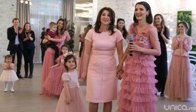 """Vedete în rochii vaporoase și feminine, ca din povești! Vezi noua colecție """"Pupi Sweet Dress"""" lansată de Lilu GALERIE FOTO"""