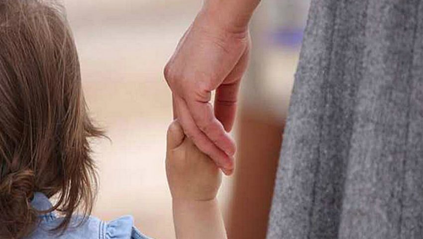 Foto: Concediul pentru îngrijirea copilului ar putea fi redus cu doi ani