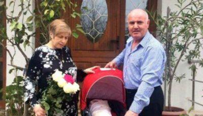 La 52 de ani, mama unui tânăr mort în Colectiv a născut o fetiță
