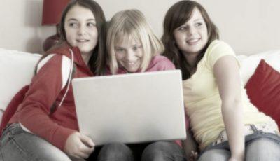 Atenție, părinți! Un nou joc periculos pe rețelele de socializare din Rusia