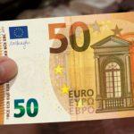 Foto: De astăzi, este introdusă în circulaţie noua bancnotă de 50 de euro. Cum arată?