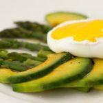 Foto: Mic dejun regal. Ouă poşate cu sparanghel
