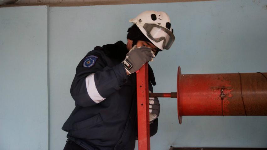 Foto: FOTO O femeie de 34 de ani a căzut într-o fântână. Pompierii au fost la datorie şi au reuşit să o salveze