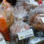 Foto: Cozonacii au apărut deja în vânzare! Iată ce prețuri afișează comercianții