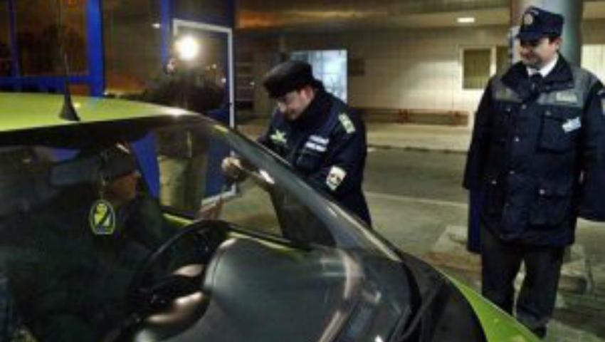 Foto: Cum a fost reținut un moldovean care încerca să treaca frontiera cu un pașaport fals!