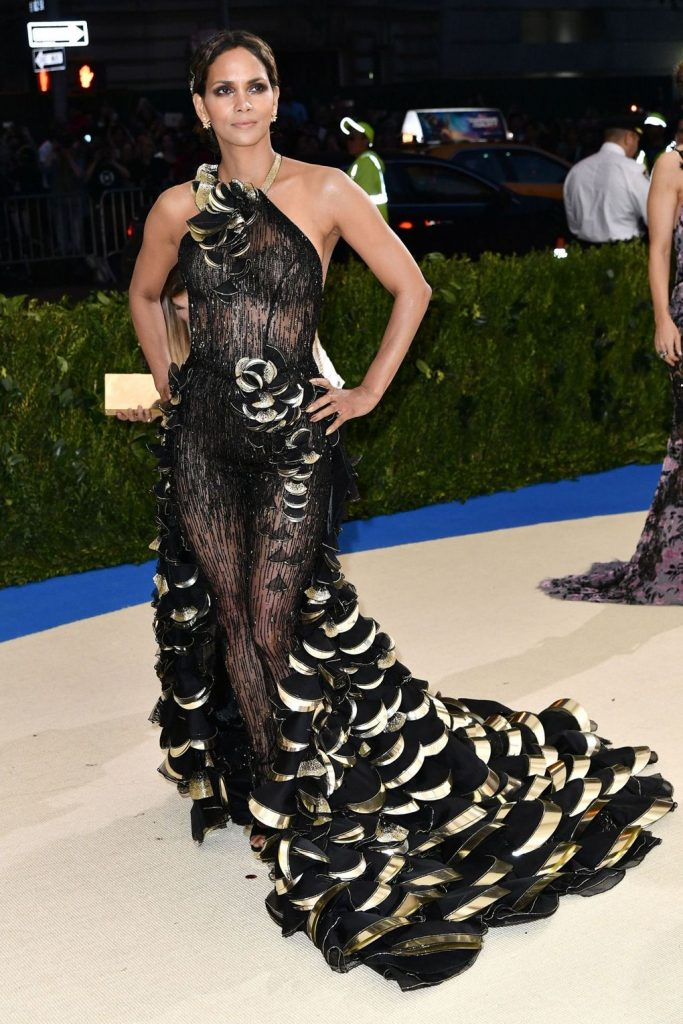 Halle Berry arrived in a custom-made, Atelier Versace look.
