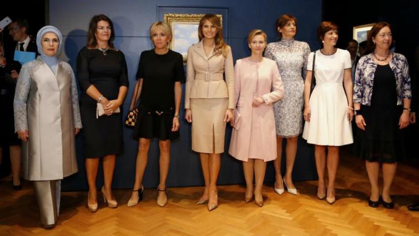 Ce a făcut Melania Trump în timp ce soţul ei purta discuții cu liderii lumii?