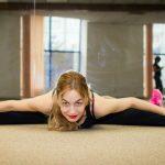 Foto: Instructoarea Alina Poleanskaia te invită să faci minim 5 minute de exerciții de încălzire înainte de antrenament