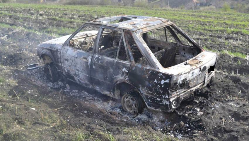 Foto: Au furat un automobil, după care l-au făcut scrum