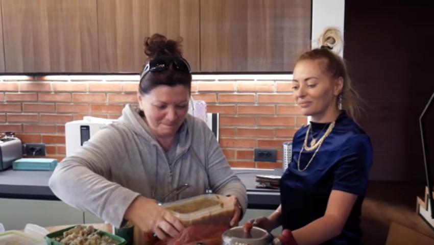 Foto: Delia și-a făcut vlog! Ne-a făcut cunoștință cu sora și mama ei în primele episoade