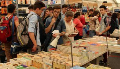 Moldovenii au făcut coadă la Salonul Internațional de Carte pentru Copii și Tineret