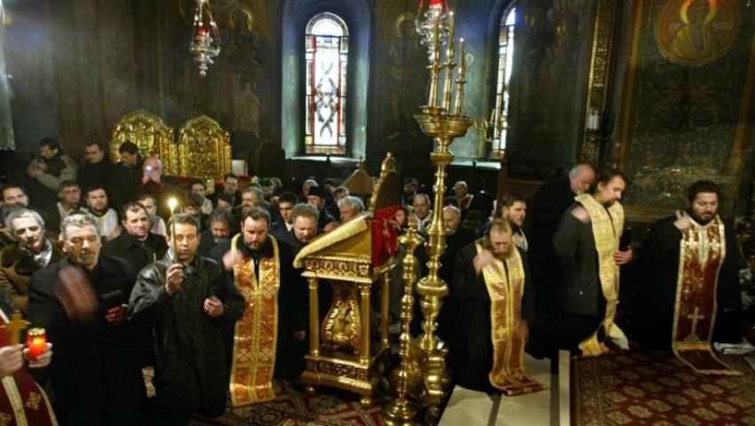 Foto: Creştinii ortodocşi îl prăznuiesc pe Sfântul Nicolae