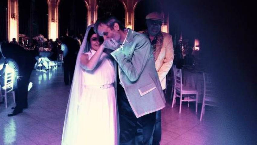 Foto: O interpretă de la noi s-a măritat în mare secret!