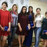 Foto: Tinerele de la gimnaziul-internat din Strășeni au primit rochii pentru Balul de Absolvire!