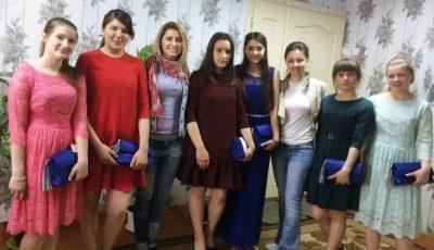 Tinerele de la gimnaziul-internat din Strășeni au primit rochii pentru Balul de Absolvire!