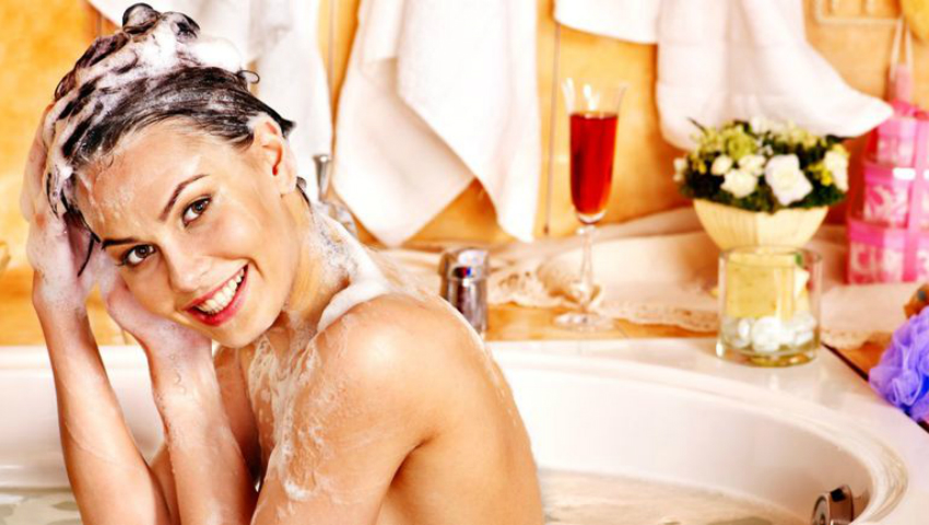 Foto: Șamponul delicat care curăță în profunzime părul și îi conferă strălucire naturală!