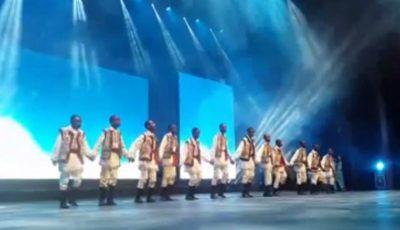 VIDEO Un dans cum n-a văzut Parisul! Africanii dansează pe ritmurile muzicii populare moldoveneşti