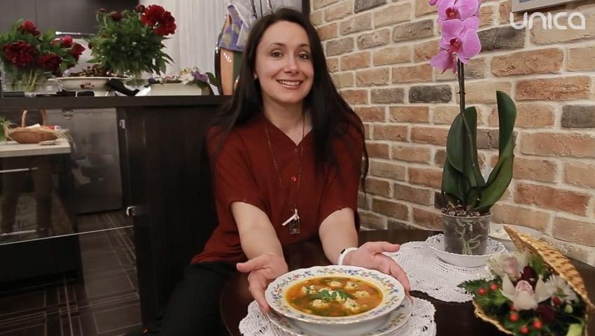 Foto: Nata Albot găteşte cea mai apetisantă supă cu perişoare