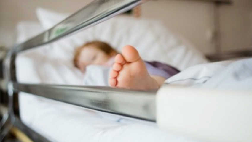 Foto: Mamele vor putea însoți copiii mici internați în secțiile de terapie intensivă și reanimare