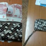 Foto: Poliţiştii sunt în căutarea proprietarei acestui portmoneu