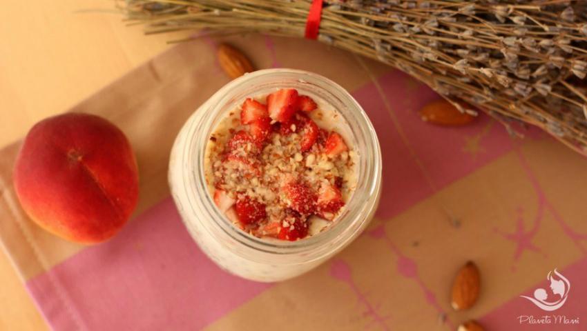 Foto: Pudding din fulgi de ovăz, semințe chia și iaurt