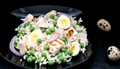 Salată de orez și carne de pui