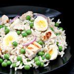 Foto: Salată de orez și carne de pui
