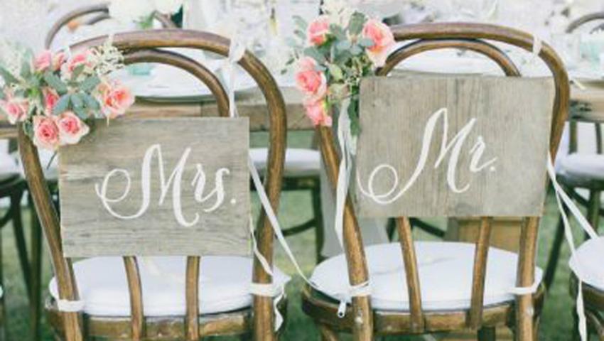 Foto: Husele din satin nu mai sunt la modă în 2017! Alege decorațiuni de scaune elegante, simple și naturale!