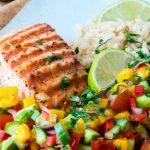 Foto: Somon la grătar, marinat în lime şi usturoi +Salsa de mango şi avocado