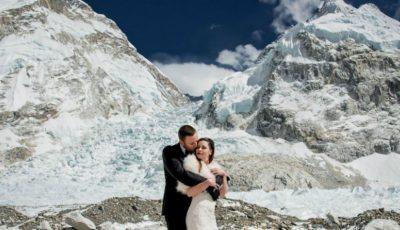 Doi tineri au făcut nuntă pe Everest, cel mai înalt munte din lume! Imaginile sunt senzaționale