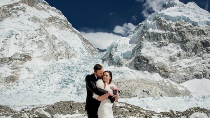 Foto: Doi tineri au făcut nuntă pe Everest, cel mai înalt munte din lume! Imaginile sunt senzaționale