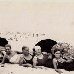 Foto: Poze! Cum făceau plajă femeile în anii '30?