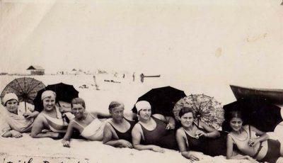 Poze! Cum făceau plajă femeile în anii '30?