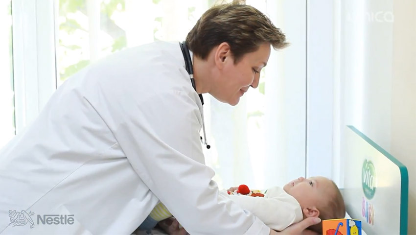 """Foto: Lora Gîțu către mămicile de bebeluşi: """"Începeți diversificarea cu terciuri sau pireuri speciale."""" Iată de ce"""