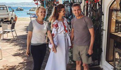Cristina Gheiceanu și părinții ei, în vacanță pe Insula Sardinia