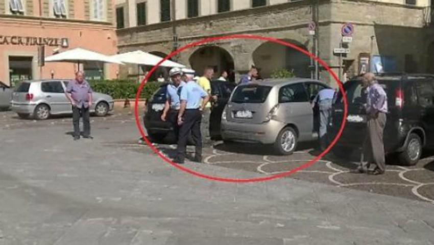 Foto: O fetiță uitată în maşină a murit din cauza căldurii