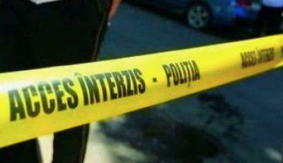 Un copil de șase ani a decedat după ce a căzut în fântâna de canalizare din curtea casei