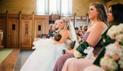 O mamă și-a alăptat bebelușul în biserică pentru a-l opri din plâns! Imaginile au devenit virale