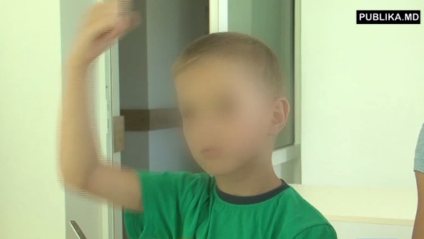 Foto: Băiatul din Hâncești, care a încercat să-şi salveze prietenul electrocutat, este în stare de șoc