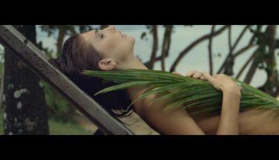 Irina Negară apare fără haine în videoclipul lui Adrian Ursu