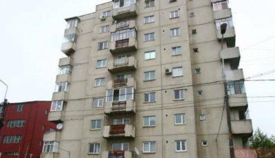 Un copil de 4 ani a murit după ce a căzut de la etajul șase