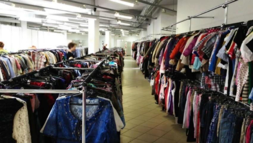 Foto: Tommy Hilfiger și Calvin Klein au dat în judecată un magazin de haine second-hand din Moldova